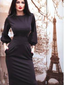 Трикотажное платье по колена