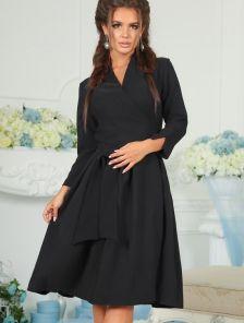 Нежное платье на запах с рукавами 3/4 в черном цвете