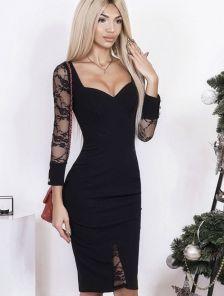 Черное платье с декольте и гипюровыми вставками на рукавах