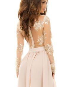 Вечернее платье с пышной юбкой и глубоким разрезом