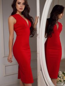 Красное платье футляр с декольте