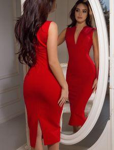 Красное классическое платье-футляр на короткий рукав