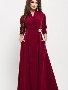 Обворожительное вечернее платье на запах с оригинальным поясом в цвете марсала