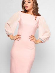Раскошное платье цвета пудры с рукавом-фонариком с отделкой в виде ярких стразов по манжету