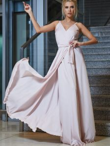 Роскошное платье на запах цвета пудры