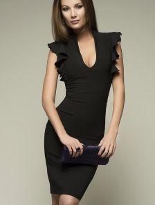Черное платье с декором на плечах в виде крылышек и глубоким вырезом