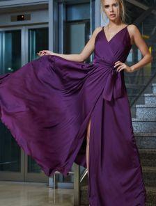 Роскошное платье на запах баклажанового цвета