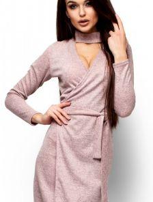 Платье свободного силуэта на запах цвета пудры