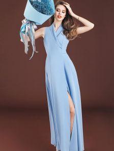 Голубое длинное платье с запахом