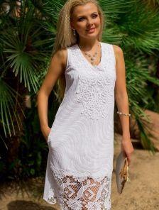 Стильное платье белого цвета из натуральной ткани