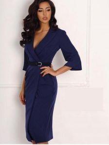 Синее платье по фигуре на запах с рукавом и поясом