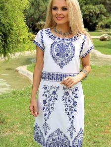 Летнее платье в бело-синей гамме длины-миди
