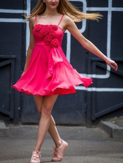 Коктейльное короткое шифоновое платье с цветами, фото 1