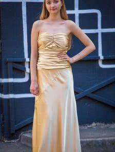 Вечернее золотое платье с открытыми плечами