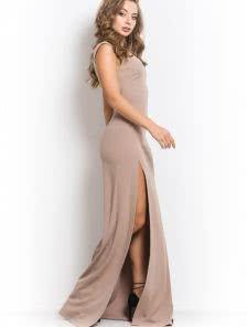Светлое длинное платье футляр