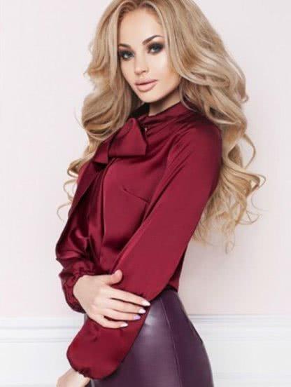 Шелковая офисная блуза бордового цвета