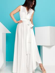 Роскошное платье молочного цвета из королевского шелка