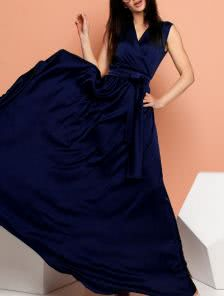 Синее длинное платье из шелка
