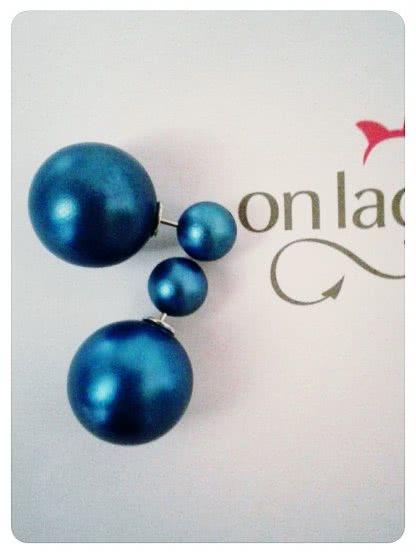 Круглые серьги синего цвета с перламутром
