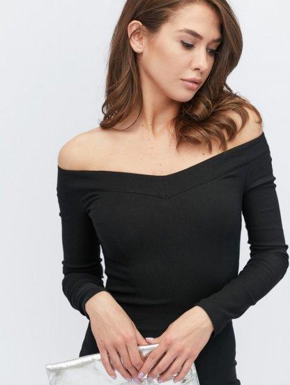 Черное приталеное платье с приспущеными плечами длинны-миди, фото 1