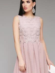 Платье из легкой воздушной ткани с гипюром