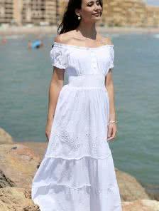Хлопковое белоснежное платье с приспущенными плечами