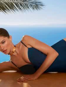 Спортивный купальник для басейна и на море