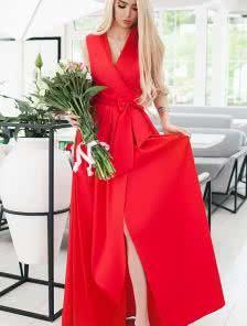 Длинное красное платье на запах в красном цвете