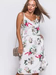 Летнее платье из легкого софта с цветочным принтом роз