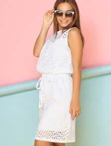 Белое короткое летнее платье из хлопковой прошвы на подкладке