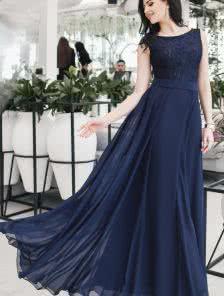 Великолепное вечернее платье с выкатом лодочкой и расклешенной клиньями юбкой