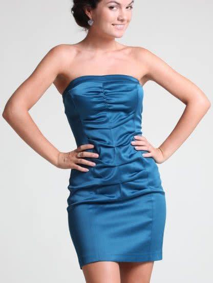 Бирюзовое короткое атласное силуэтное платьесо сборками, фото 1
