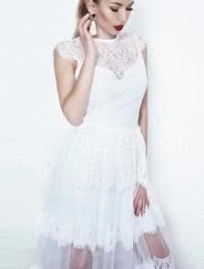 Невероятно милое коктейльное платье белого цвета