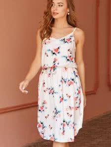 Белое летнее платье с цветами на лето