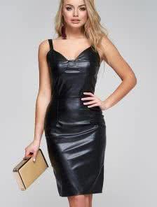 Кожаное короткое силуэтное платье на бретелях