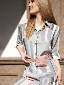 Летнее платье-миди, выполненное в строгом деловом стиле