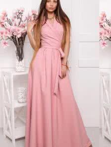 Эффектное платье на запах цвета пудры