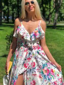 Нарядное атласное платье в цветы