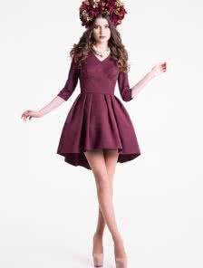 Восхитительное коктейльное платье в бордовом цвете с пышной асимметричной юбкой