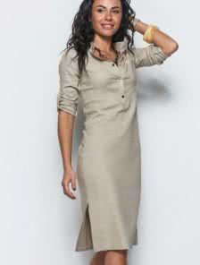 Льняное платье прямого силуэта с воротом стойкой и разрезами по бокам