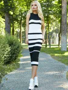 Облегающее вязаное платье гольф без рукавов