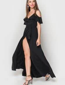 Черное длинное платье на тонких бретелях