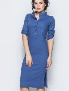 Льняное платье синего цвета прямого кроя с воротом стойкой