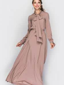 Длинное бежевое платье на длинный рукав