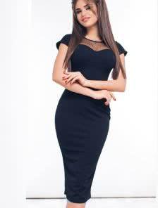 Черное приталеное платье с вставкой из сетки на груди