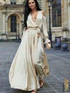 Золотое длинное платье из шёлка