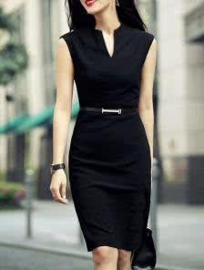 Черное платье футляр с V-образным вырезом