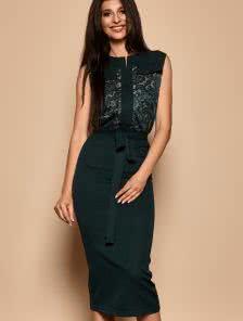 Зеленое красивое платье с кружевом