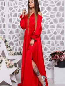 Длинное красное платье из шелка