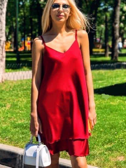 Свободное платье на тонких бретелях красного цвета, фото 1